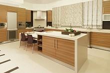 Světlá dřevěná kuchyně